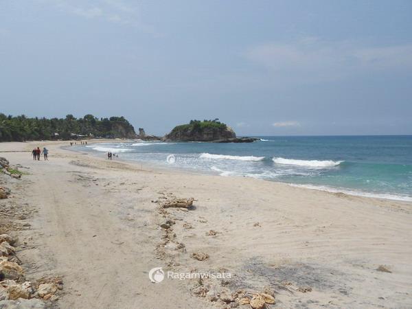 pantai klayar pacitan ikonik sama karang eksotis ragamwisata rh ragamwisata com